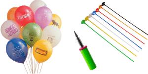 Farvede balloner med logoer, ballonstænger og en pumpe